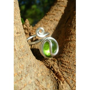 Round and simple ring with colored glass