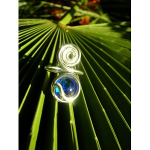 """Spirale"" ring with colored glass"