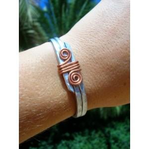 Bracelet martelé avec spirales en cuivre