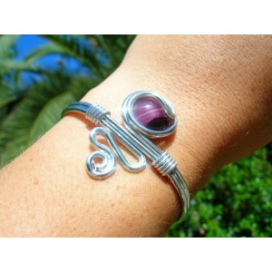 """Zig-zag"" bracelet with small glass cabochon"