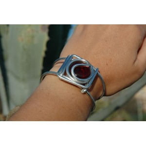 Square bracelet with colored glass
