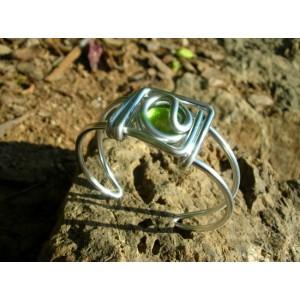 Petit bracelet carré avec verre coloré