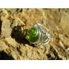 petite bague carrée avec cabochon vert translucide