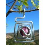 """Petit pendentif """"carré assymètrique"""" lila"""
