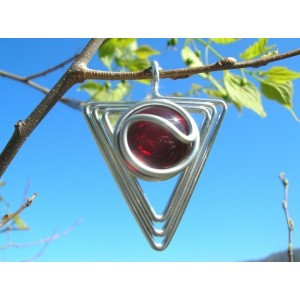 """Pendentif """"triangle"""" avec verre coloré"""