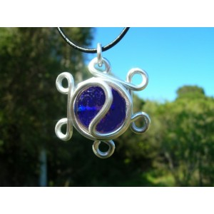 """Rosas"" pendant with colored glass"