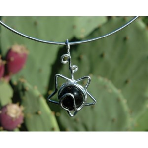 """Estrella fugaz"" pendant with natural stone"