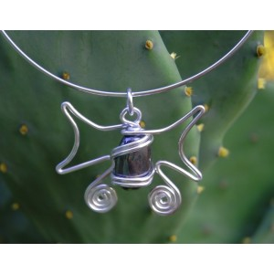 """""""Mariposa"""" pendant with natural stone"""