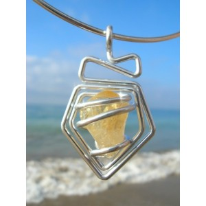 """""""Fleche"""" pendant with natural stone"""