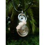 """Pendentif """"double-spirales"""" avec pépites de quartz rose"""