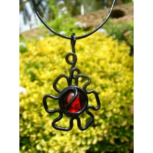 "Pendentif ""flor"" black is black"
