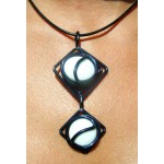 Pendentif black is black