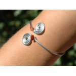 Double spirales armband with natural stones