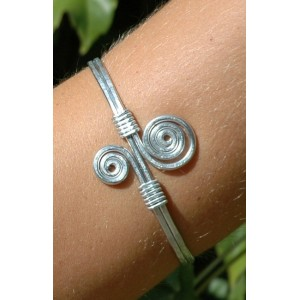 Pound armband with 2 spirales