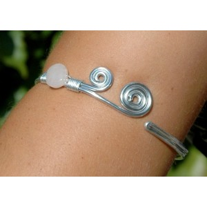 Armband with natural stone