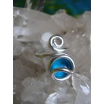Round toe ring with colored glass