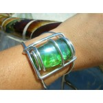 Gros bracelet avec galet de verre ovale vert