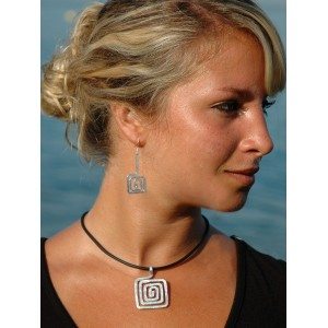 """""""Square spirales"""" hammered earrings and necklace set"""