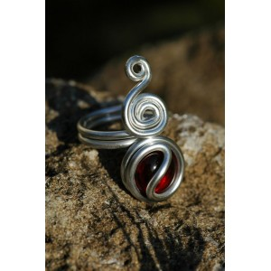 """Quetchua"" ring with colored glass cabochon"