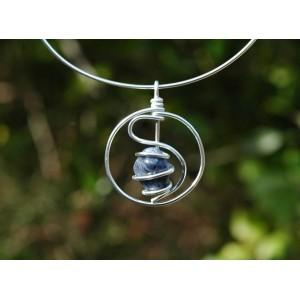 "Pendentif ""amulette"" avec pierre naturelle"
