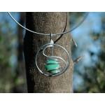 """Pendentif """"amulette"""" avec cabochon vert clair nacré"""