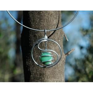 """Pendentif """"amulette"""" avec verre coloré"""