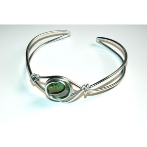 Celtic arm-band with colored glass