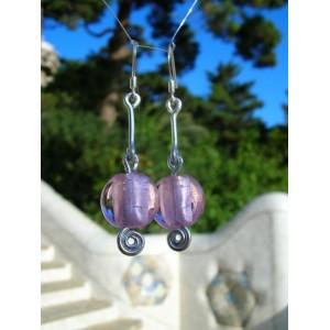 Boucles d'oreilles tombantes roses métalisées