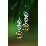 """Boucles d'oreilles """"CeltiKa"""" motif avec spirale, cabochons couleur ambre"""