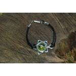 """Bracelet """"Etoile"""" sur cordon avec cabochon vert"""