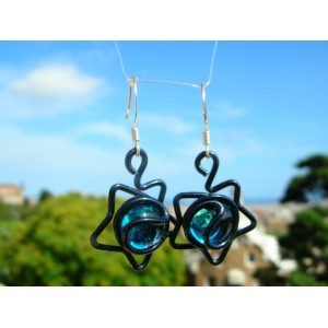 """""""Star"""" earrings with colored wire and beads"""