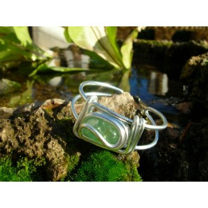 Square bracelet with natural stone