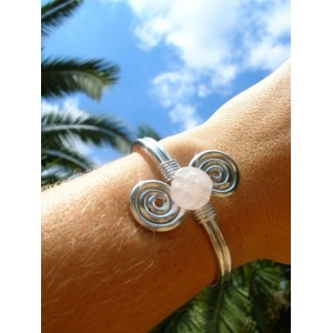 Doble-spirale bracelet with small natural stone