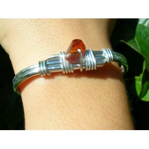 Thin hand-made bracelet with small natural stone
