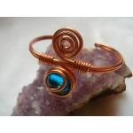 """Bracelet """"spirale"""" en cuivre et verre bleu clair"""