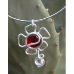 """Pendentif """"flor"""" rouge translucide"""