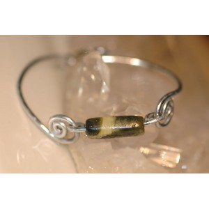 """""""Quecthua"""" thin bracelet with serpentine natural stone"""