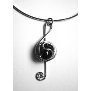 Trouble clef pendant with natural stone
