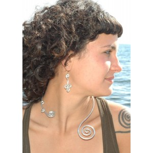 Hammered scarf necklace with spirale