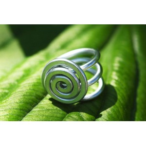"""""""Caracol"""" hammered ring"""