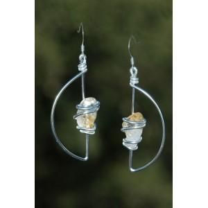 """Boucles d'oreilles """"Media Luna"""" avec petites pierres naturelles"""